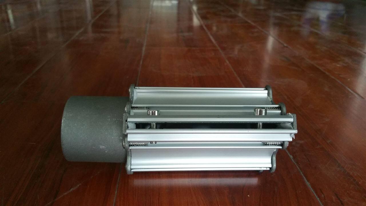 塑料工业:在流延机使用中,冷却辊上风刀使薄膜与冷却辊表面形成一
